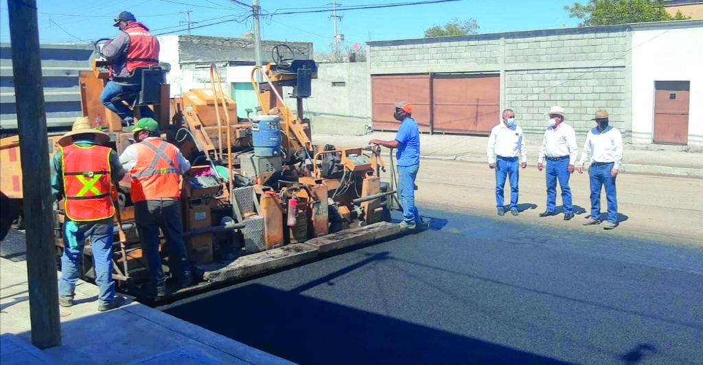 El alcalde Florencio Siller supervisa avance del par vial en Frontera
