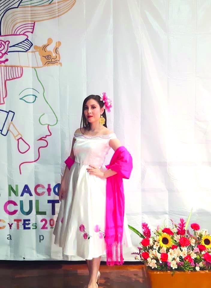 María Fernanda gana en concurso de CecyTec en San Buenaventura