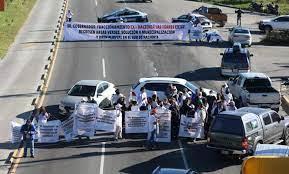 Vecinos bloquean la carretera México-Pachuca
