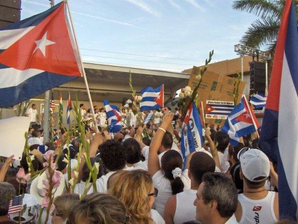 Exilio en Miami apoya marcha en Cuba en aniversario de grito independentista