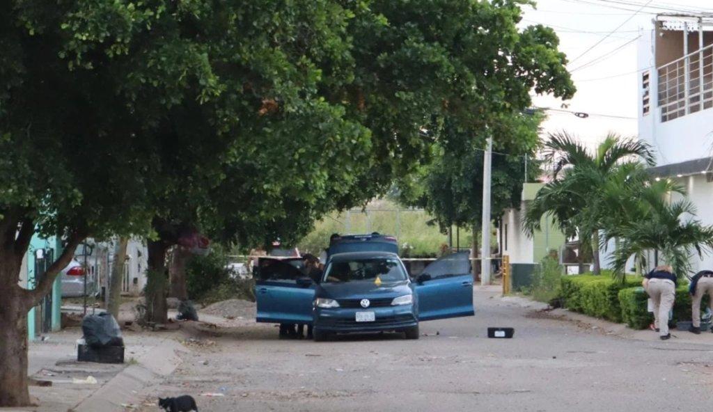 Hallan a mujer asesinada dentro de un auto en Culiacán