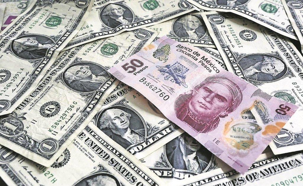 Dólar sube y cierra en 21.35 pesos; nuevo máximo desde marzo