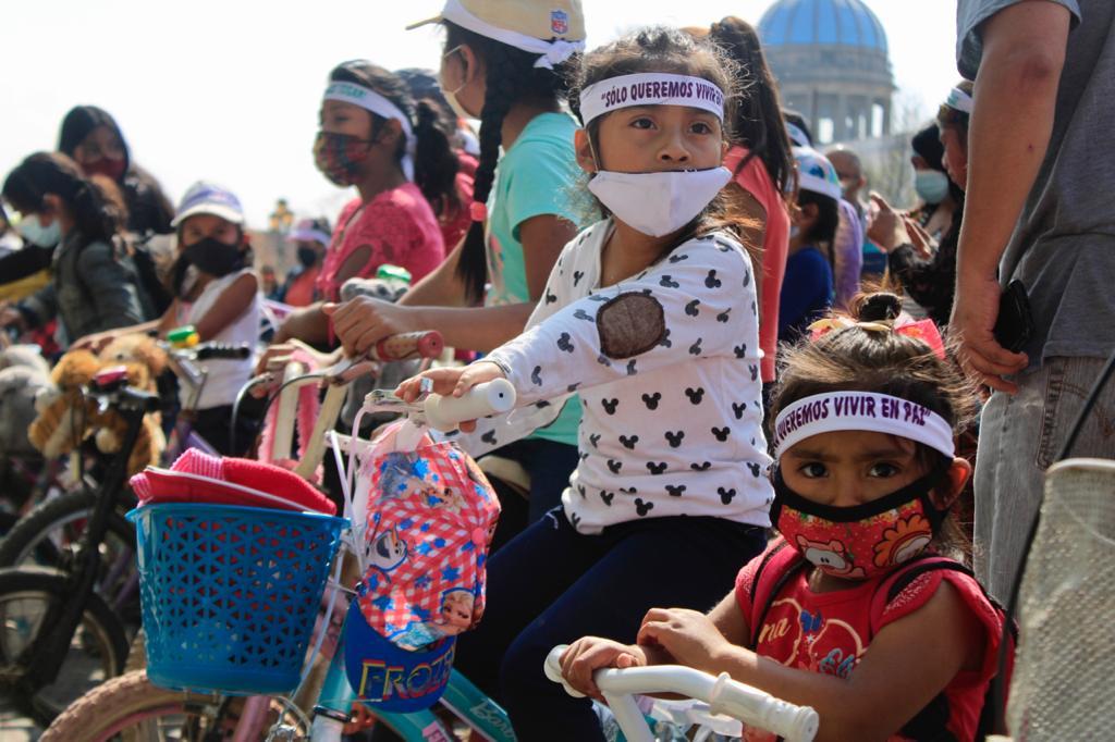 Niñas guatemaltecas manifiestan contra la corrupción en el Día Internacional de la Niña