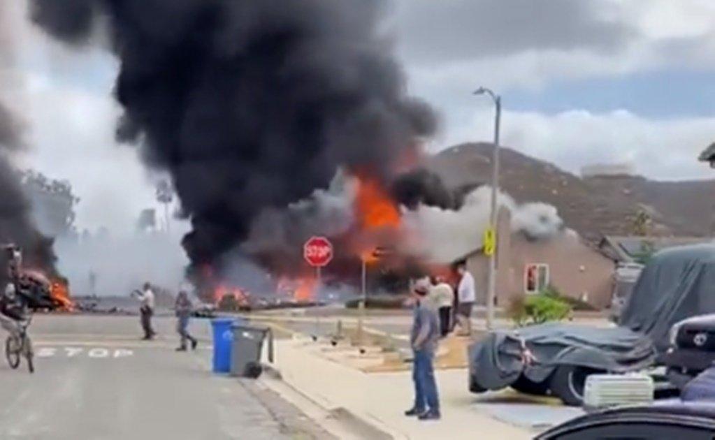 Avioneta se impacta contra casas en California; hay dos muertos