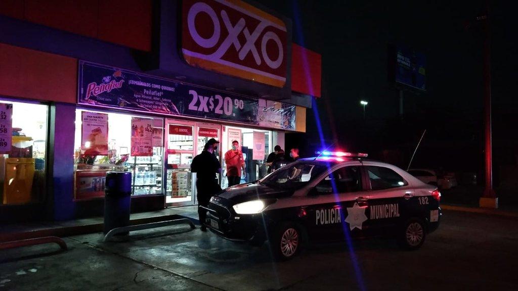 Un solitario ladrón asaltó una tienda de conveniencia en Monclova