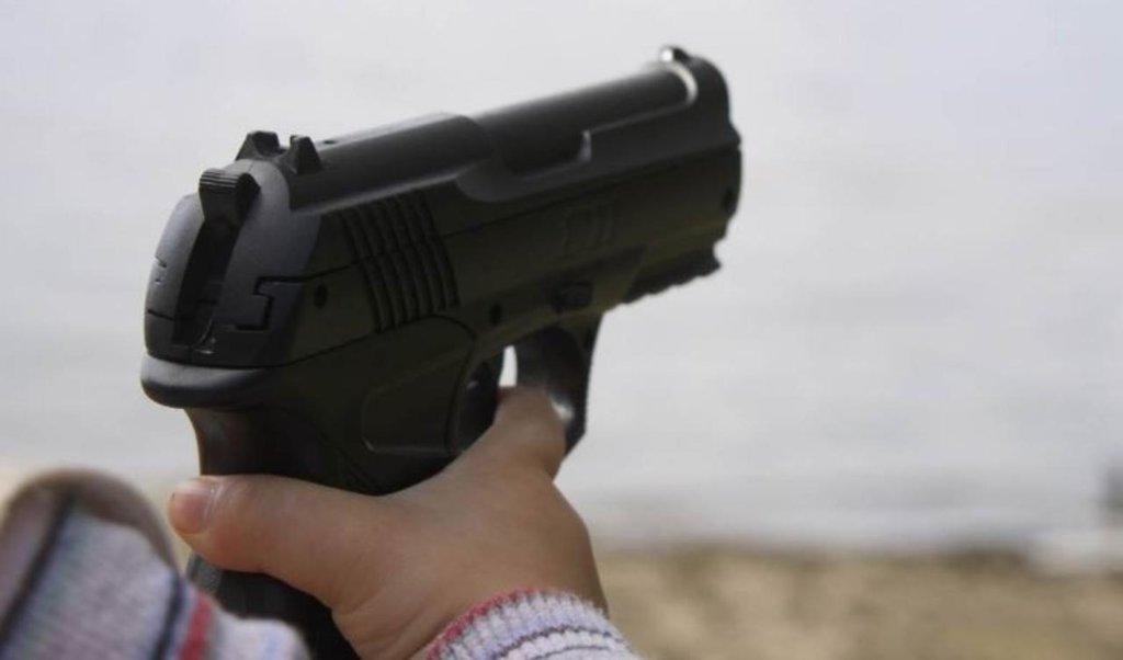 Niño dispara 'accidentalmente' arma y fallece, Puebla