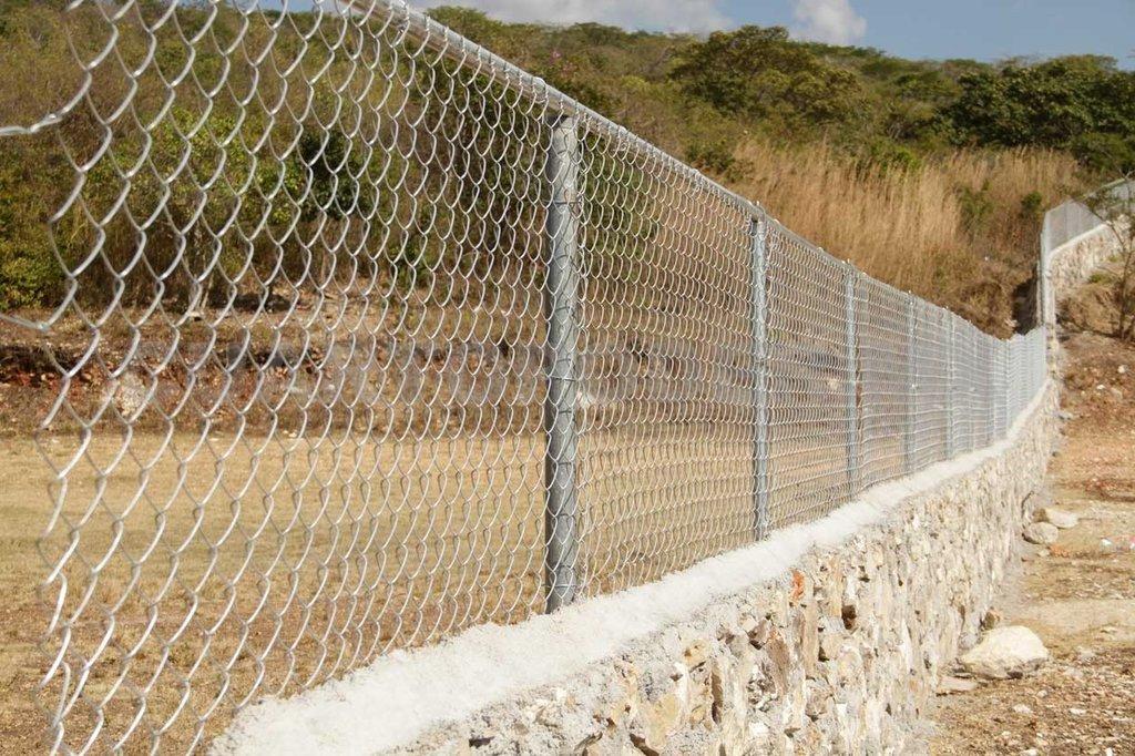 Una malla ciclónica fue instalada en 3.2 kilómetros a la orilla del río Bravo para frenar ingreso de indocumentados
