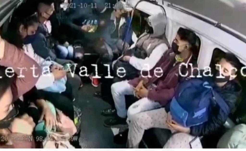 Captan violento asalto en combi de Los Reyes, Edomex