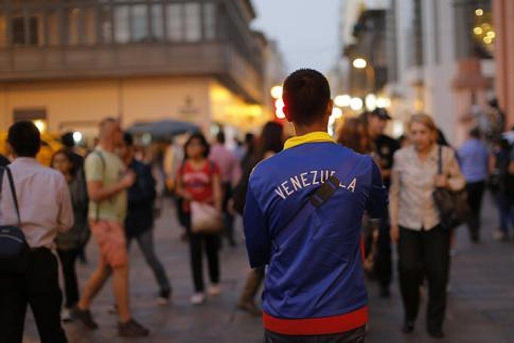 Solo 2 de cada 10 venezolanos en Perú trabaja en su especialidad