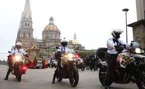 Olvidan restricciones y asisten más de 5 mil a romería en Jalisco