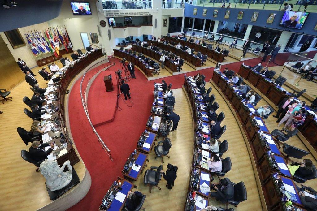 El Congreso extiende prohibición de concentraciones masivas en El Salvador