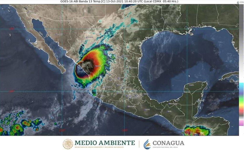 El huracán Pamela toca tierra en el estado mexicano de Sinaloa