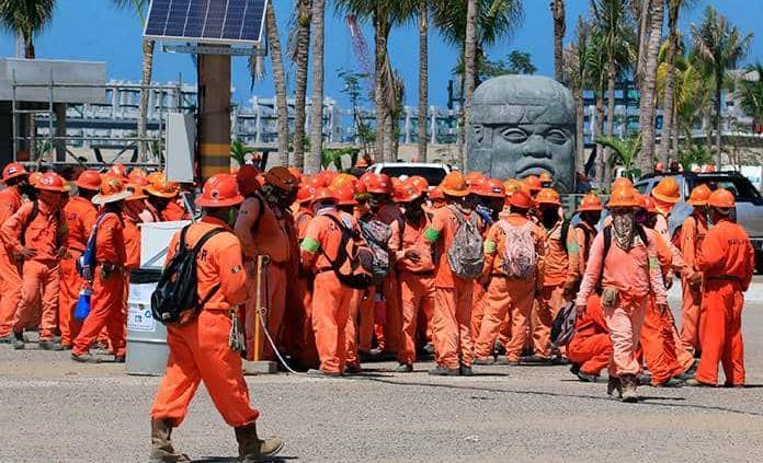 Trabajadores denuncian agresiones en paro de Dos Bocas; reportan al menos 3 heridos