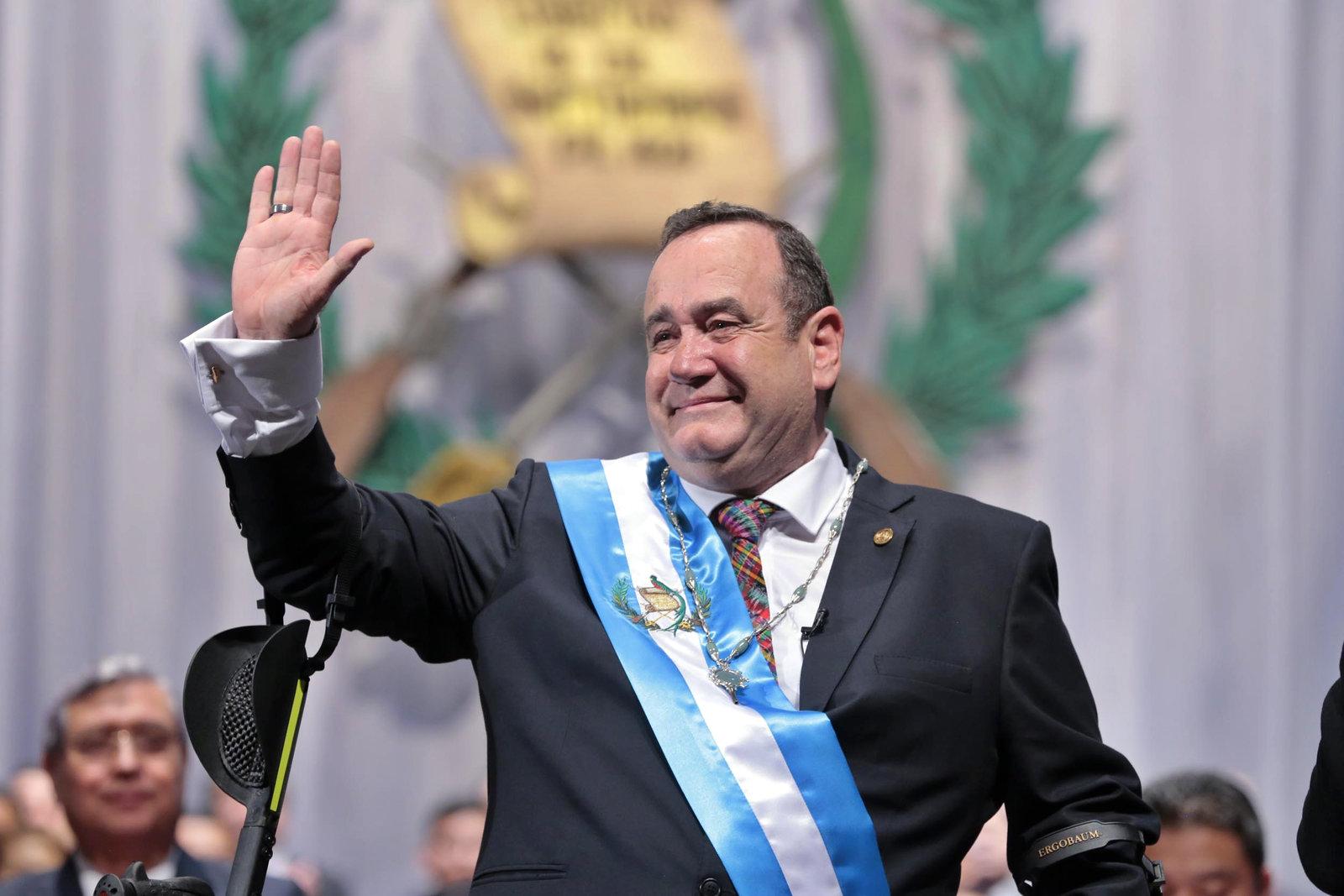 El presidente de Guatemala viajará a Colombia para reunión oficial con Duque