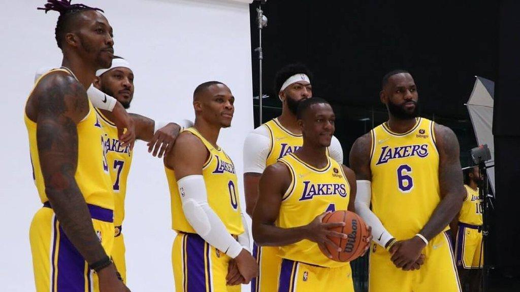 Los Angeles Lakers debutan a su Big Three de LeBron James-Anthony Davis-Russell Westbrook en derrota de pretemporada ante Golden State Warriors