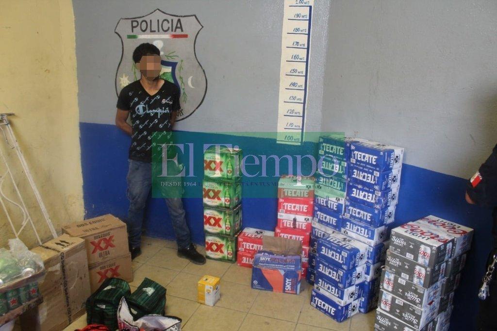 Ladrón es detenido en Monclova con más de 30 paquetes de 12 de cerveza y 10 cartones
