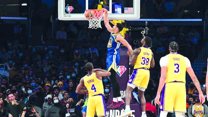 Los Angeles Lakers debutan a su Big Three de LeBron en su primer juego de pretemporada