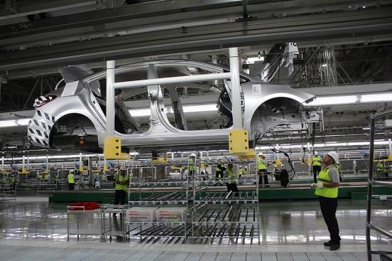 La industria automotriz de Nuevo León reduce su producción en 20 %