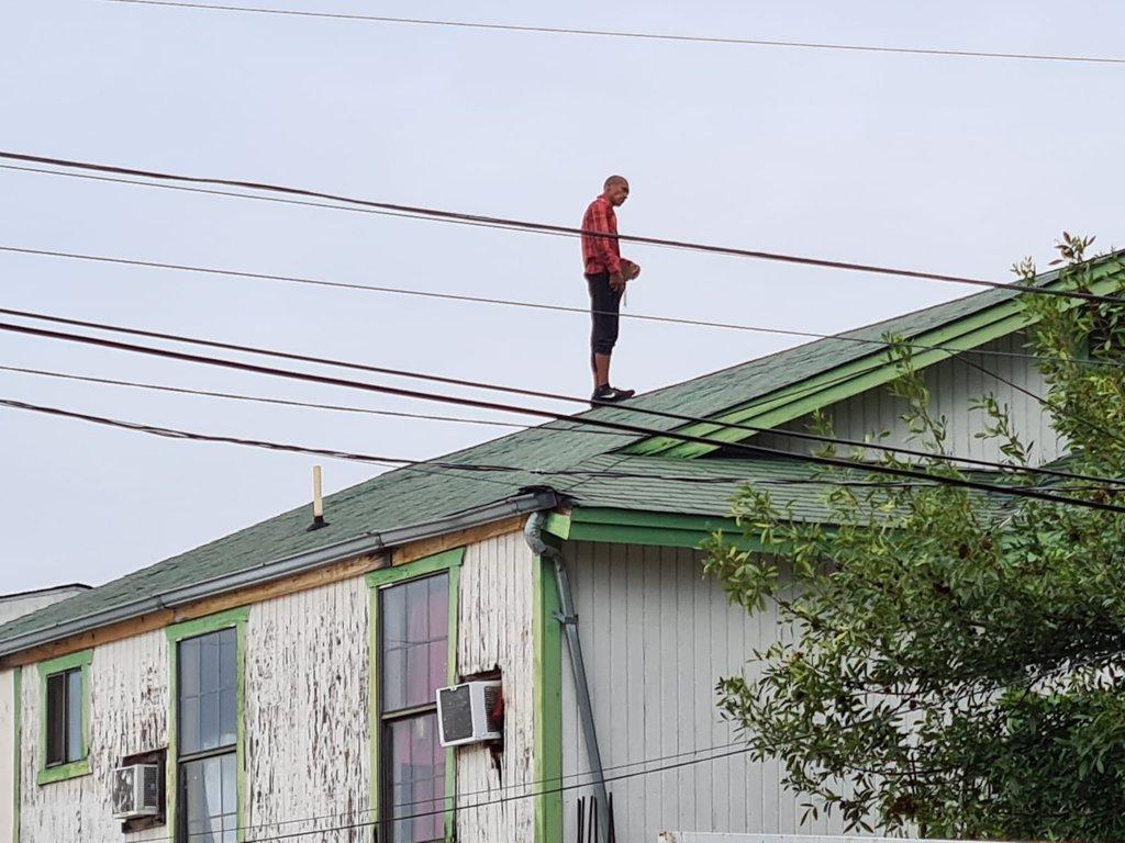 Ladrón subió al techo de un domicilio e intentó suicidarse para evitar ser detenido en Piedras Negras