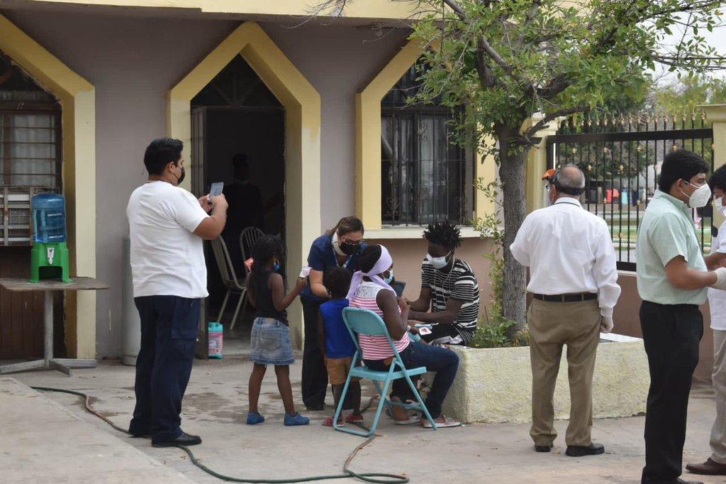 Haitianos recibirán ayuda de 'Cáritas' en Frontera