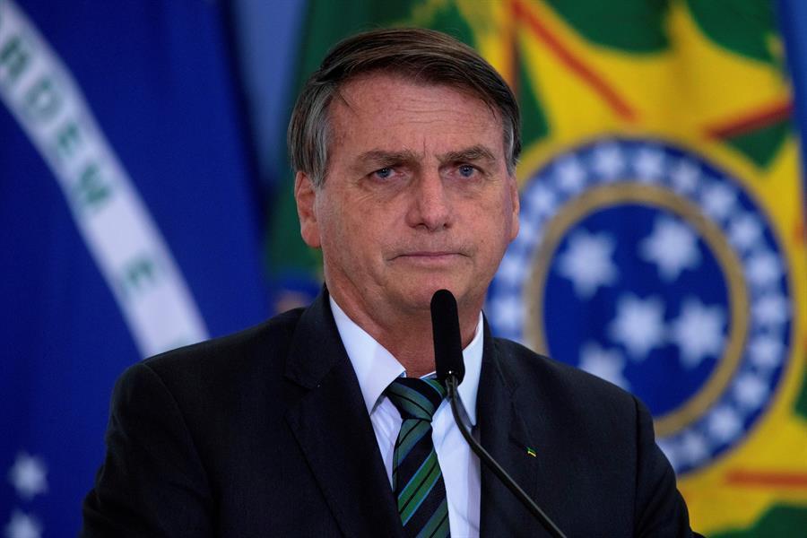 Jair Bolsonaro dice que destinará recursos de salud y educación para tampones