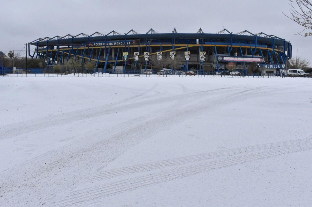 Nieve y caos se viven en Monclova