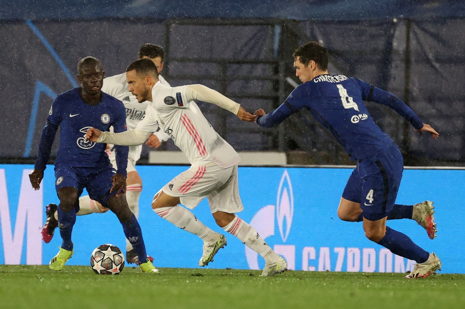 Real Madrid y Chelsea empatan en semifinal de ida en Champions League