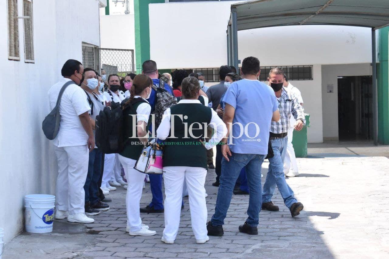 Falta de clima en IMSS 7 de Monclova deriva en manifestación