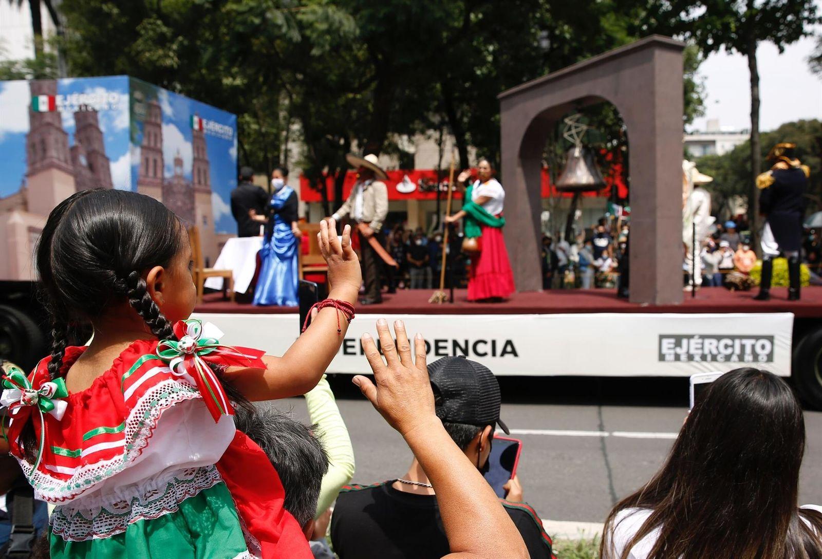 AMLO y presidente de Cuba encabezan desfile por el Día de la Independencia de México