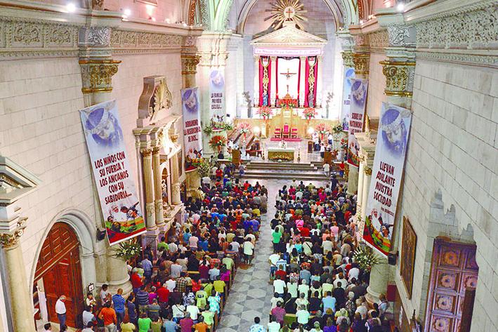 a misa de las 5:30 de la mañana es una de las más concurridas durante el novenario del Santo Cristo de la Capilla. / Marco Medina  Propiedad: Vanguardia
