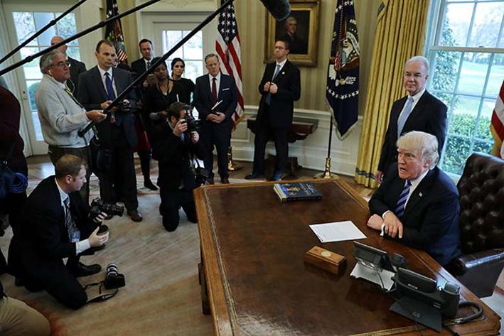 Trump dice estar 'abierto' a otra reforma de salud