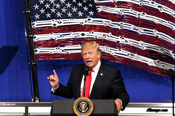 Trump no descarta retiro del TLCAN