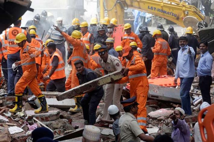 Unos 19 muertos y 15 heridos deja derrumbe de edificio en India