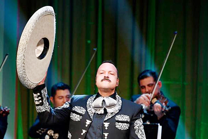 Pepe Aguilar apoya con concierto a damnificados