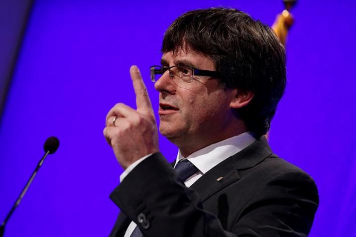Puigdemont deja en suspenso la independencia de Cataluña para dialogar