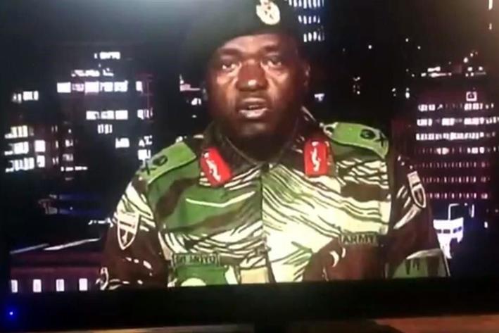 Militares toman TV estatal en Zimbabwe; niegan golpe de Estado