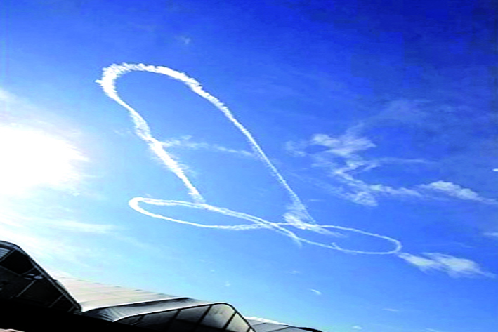 Piloto estadounidense debió ofrecer disculpas tras dibujar pene en el cielo