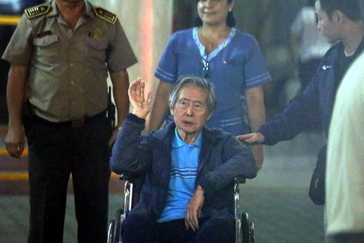 Pese a indulto, ordenan procesar a Fujimori por crimen de 1992
