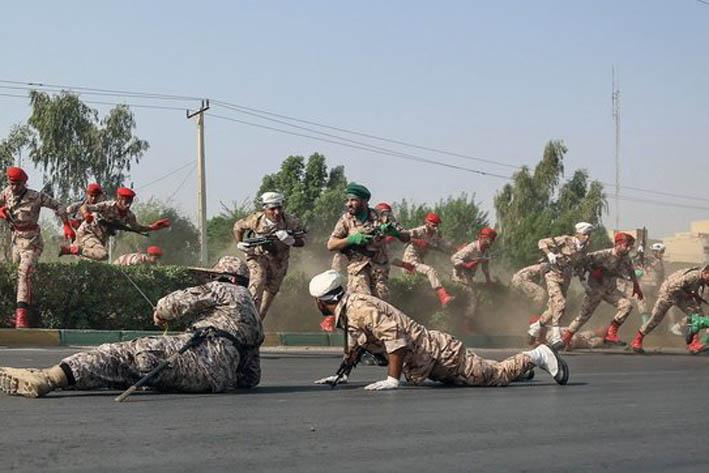 Atentado en un desfile militar deja decenas de muertos y heridos — Irán