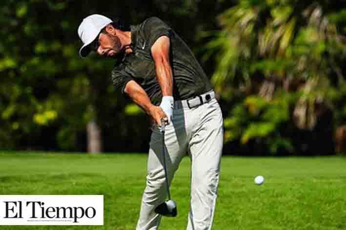 El golfista mexicano Abraham Ancer es felicitado por Peña Nieto